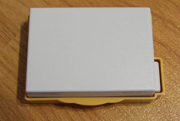 Пластиковая защита аккумулятора LP-E8, купленного на Aliexpress