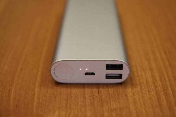 Внешний аккумулятор Xiaomi для подзарядки гаджетов с BangGood - передняя панель