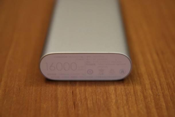 Ёмкость внешнего аккумулятора Xiaomi указана на заднем торце