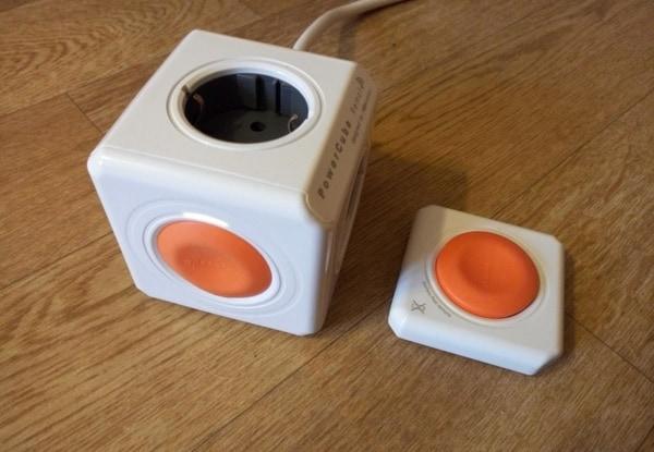Стильный электрический удлинитель с пультом управления PowerCube
