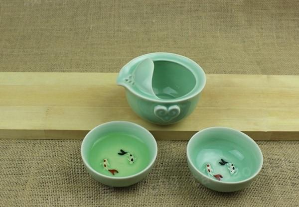 Чайные чашки с керамическими рыбками