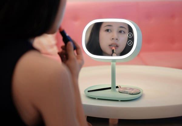 Зеркало, ночник и полочка для хранения в одном