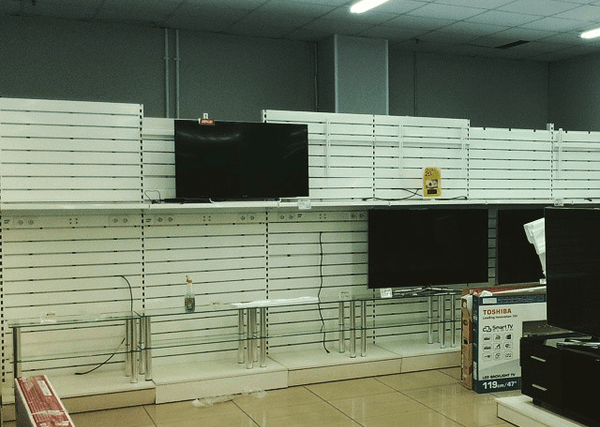 Пустые полки российских магазинов