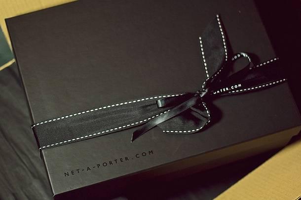 Фирменная упаковка Net-a-Porter
