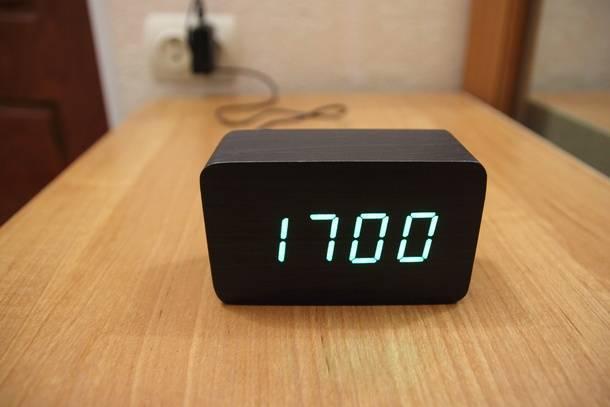 Зелёная индикация настольных часов с Aliexpress