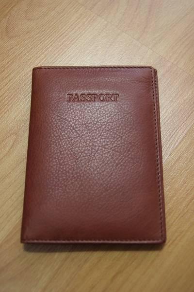 Внешний вид обложки для паспорта с британского Amazon.co.uk