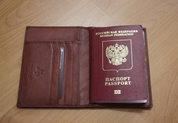 Обложка для паспорта из качественной кожи с британского Amazon.co.uk - с паспортом и банковской картой внутри