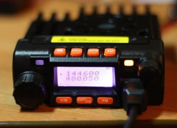 Компактная коротковолновая автомобильная радиостанция с высоким уровнем громкости