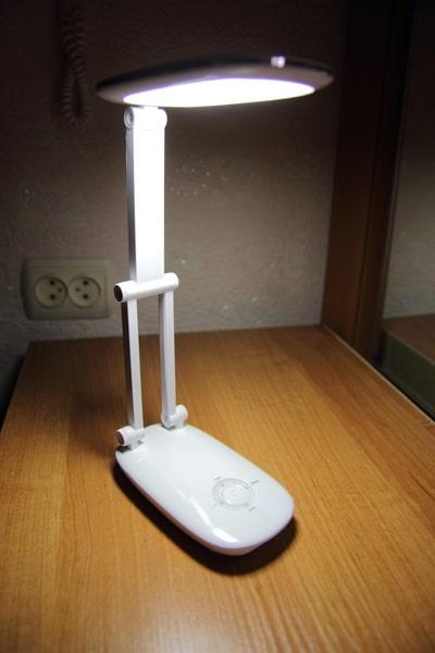 Демонстрация максимального уровня освещённости настольной лампы с BangGood.com
