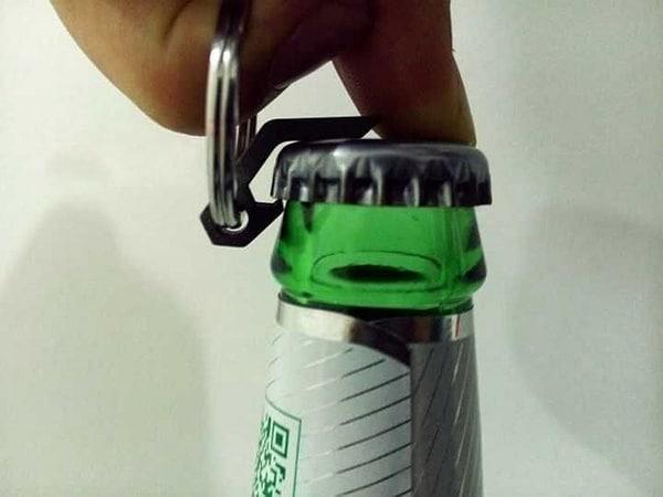 Миниатюрная титановая открывашка бутылок