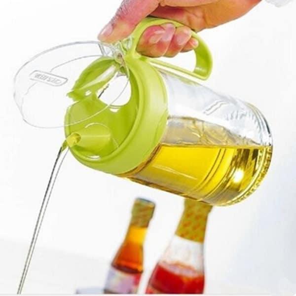 Удобный пластиковый контейнер для жидкого масла