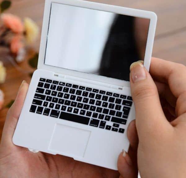 Зеркальце для макияжа в виде MacBook Air