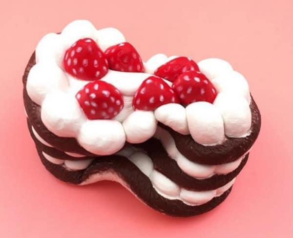 Упругий клубничный торт-игрушка с BangGood