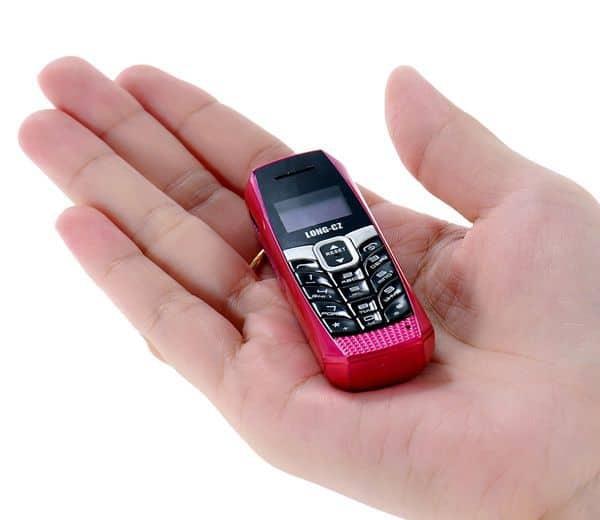 Очень маленький мобильный телефон, заказанный на TomTop