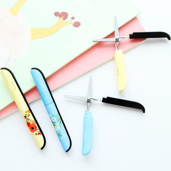 Миниатюрные ножницы в пластиковом футляре