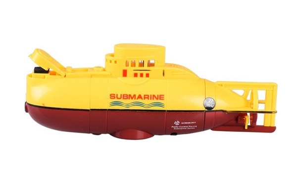 Радиоуправляемая модель жёлтой подводной лодки