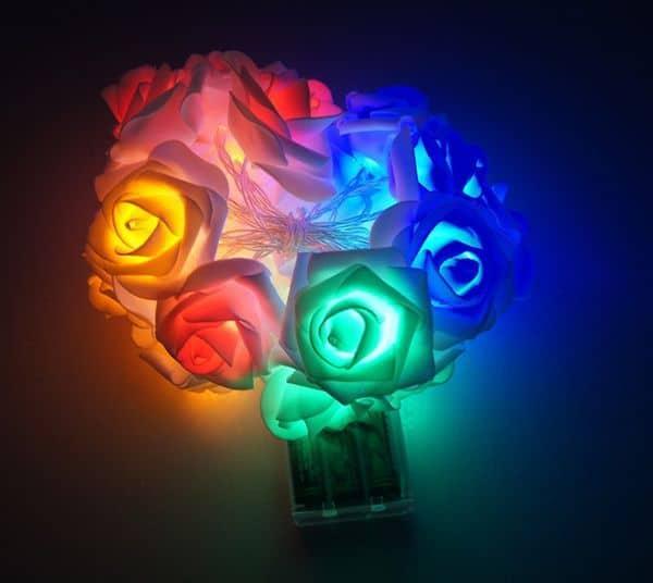 Гирлянда из искусственных роз с подсветкой
