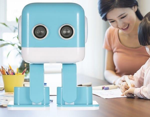 Игрушечный робот Cubee