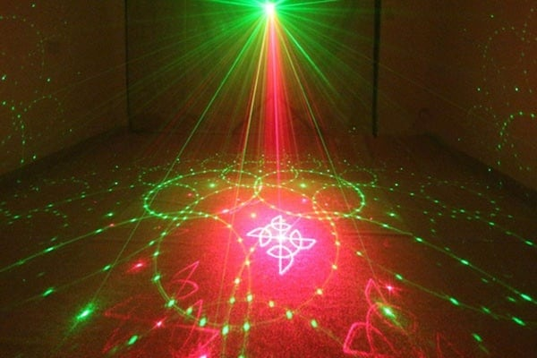 Проектор для создания лазерного шоу, купленный на TaoBao