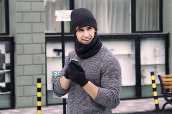 Зимний набор: шапка, шарф и перчатки для работы с сенсорным экраном