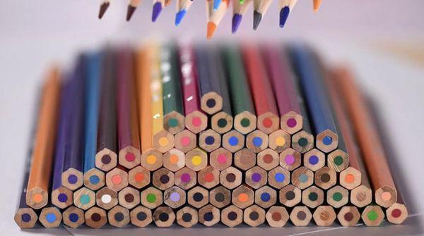 Набор цветных карандашей для рисования