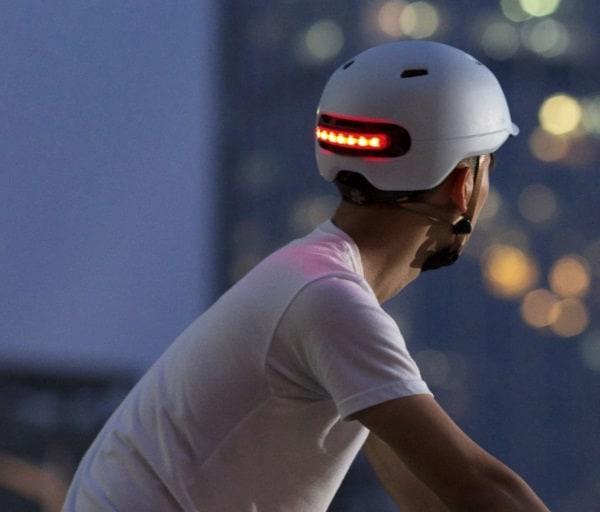 Велошлем Xiaomi со встроенными огнями