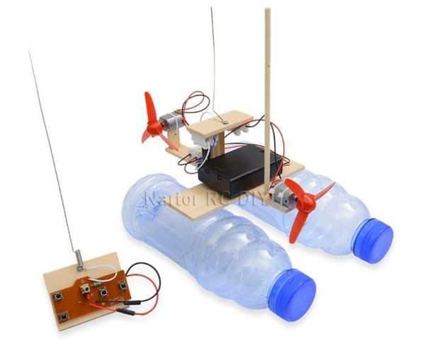 Конструктор для сборки радиоуправляемой лодки