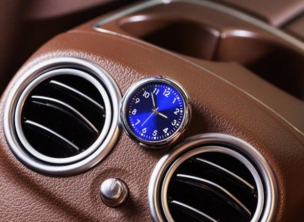 Стрелочные часы в салон авто
