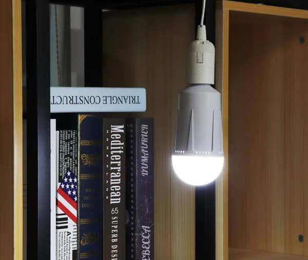 Лампа E27 с возможностью работать от аккумулятора
