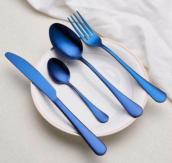 Набор столовых приборов синего цвета