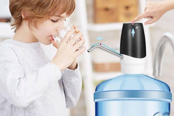Автоматическая помпа для подачи воды из бутылок
