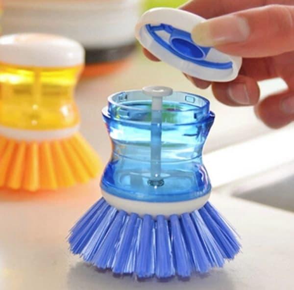 Посудная щётка с дозатором моющего средства